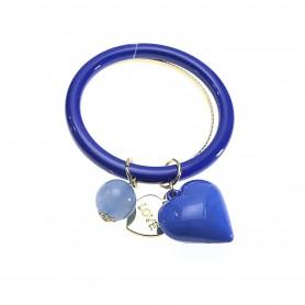 Arteregalo - Bracciale rigido blu con charms. FER270786
